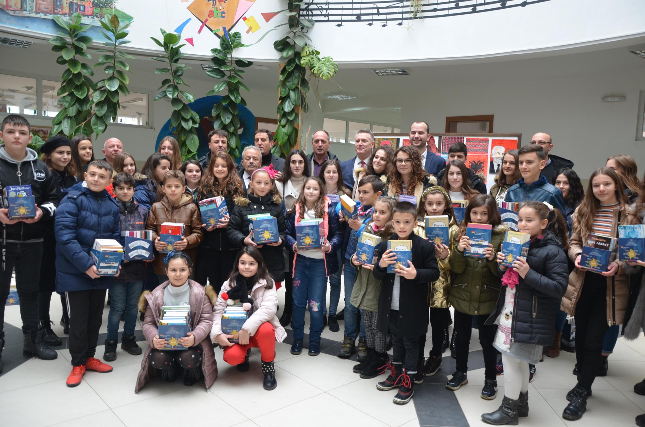 Shpërndahen libra për 172 nxënës nga Kamenica fitues të garave lokale dhe nacionale